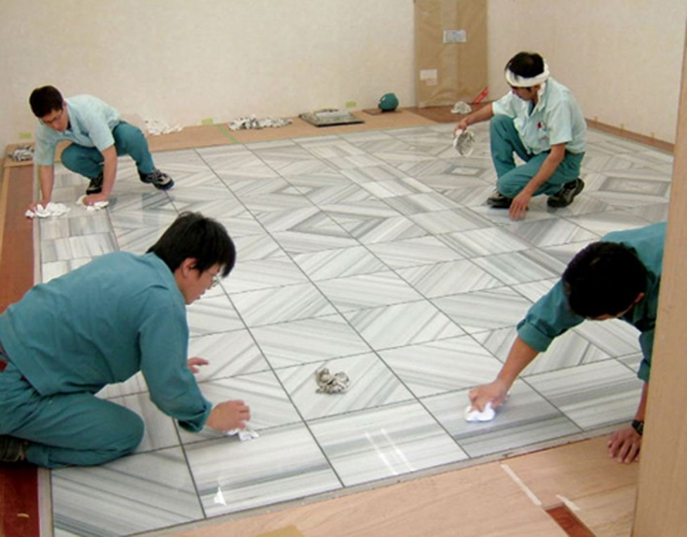 How Tile Installers Can Help You Add Glamour To Your House Leaf