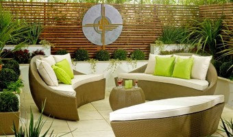 An Elegant Garden Furniture That Decorates Your Patio